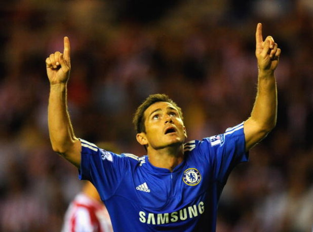 SUNDERLAND, ENGLAND - AUGUST 18:  Frank Lampard of Chelsea celebrates scoring his team's second goal during the Barclays Premier League match between Sunderland and Chelsea at the Stadium of Light on August 18, 2009 in Manchester, England.  (Photo by Mich