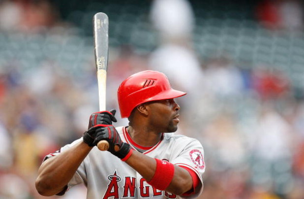 ARLINGTON, TX - JUNE 30:  Centerfielder Torii Hunter #48 of the Los Angeles Angels of Anaheim on June 30, 2009 at Rangers Ballpark in Arlington, Texas.  (Photo by Ronald Martinez/Getty Images)