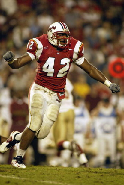 COLLEGE PARK, MARYLAND - SEPTEMBER  14:  E.J. Henderson #42 of the University of Maryland Terrapins runs during the ACC game against the Florida State University Seminoles on September 14, 2002 at Byrd Stadium in College Park, Maryland. FSU won, 37-10. (P
