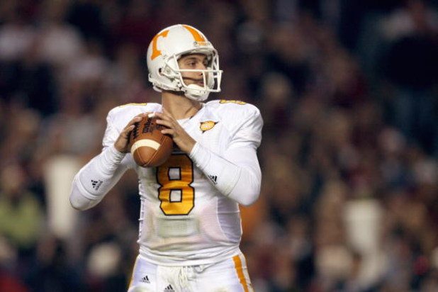 COLUMBIA - NOVEMBER 1:  Quarterback Jonathan Crompton #8 of the Tennessee Volunteers looks to pass the ball during the game against the South Carolina Gamecocks at Williams-Brice Stadium on November 1, 2008 in Columbia, South Carolina. (Photo by: Streeter