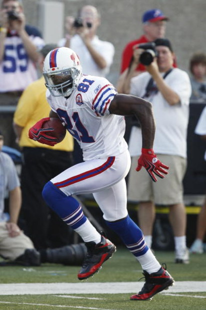 CANTON, OH - AUGUST 9: Terrell Owens #81 of the Buffalo Bills runs with the football against the Tennessee Titans during the Pro Football Hall of Fame Game at Fawcett Stadium on August 9, 2009 in Canton, Ohio. (Photo by Joe Robbins/Getty Images)