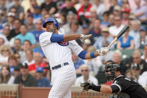 CHICAGO - JUNE 17: Derreck Lee #25 of the Chicago Cubs swings at the pitch against the Chicago White Sox on June 17, 2009 at Wrigley Field in Chicago, Illinois. (Photo by Jonathan Daniel/Getty Images)