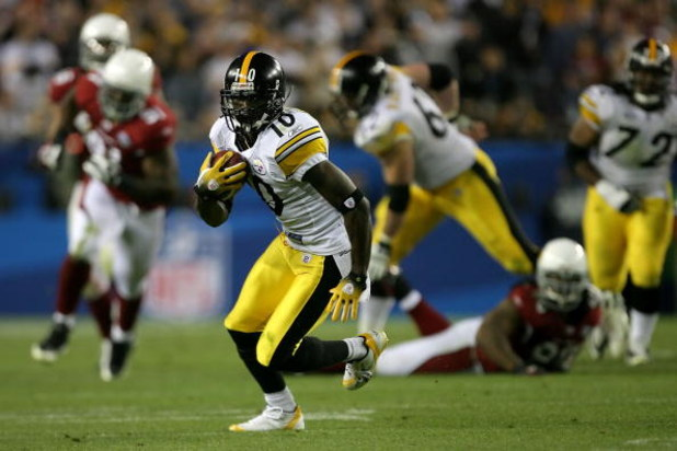 TAMPA, FL - FEBRUARY 01:  Wide receiver Santonio Holmes #10 of the Pittsburgh Steelers runs after a catch against the Arizona Cardinals during Super Bowl XLIII on February 1, 2009 at Raymond James Stadium in Tampa, Florida.  (Photo by Streeter Lecka/Getty