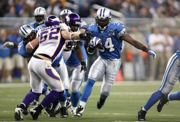 DETROIT - DECEMBER 07:  Running back Kevin Smith #34 of the Detroit Lions rushes the ball against the Minnesota Vikings during the NFL game at Ford Field on December 7, 2008 in Detroit, Michigan.  (Photo by Christian Petersen/Getty Images)