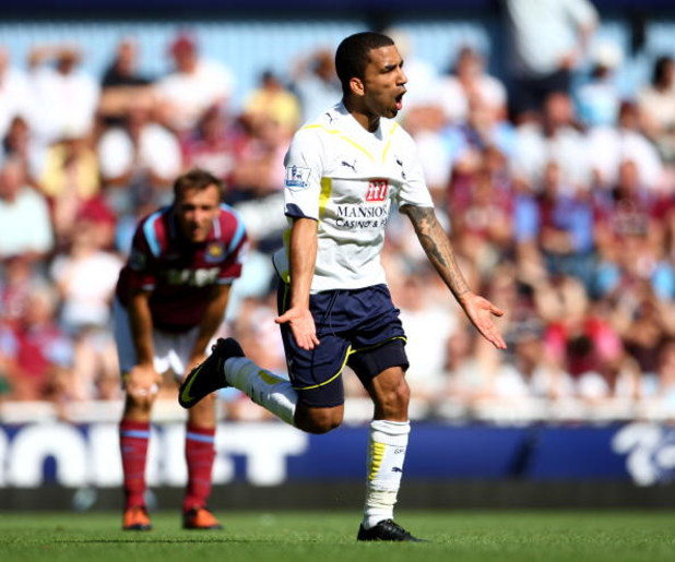 LONDON, ENGLAND - AUGUST 23:  Aaron Lennon of Tottenham Hotspur celebrates scoring during the Barclays Premier League match between West Ham United and Tottenham Hotspur at Upton Park on August 23, 2009 in London, England.  (Photo by Phil Cole/Getty Image
