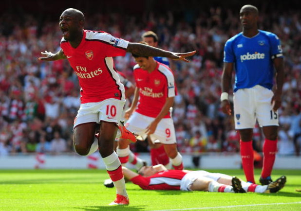 LONDON, ENGLAND - AUGUST 22:  William Gallas of Arsenal celebrates scoring the third goal during the Barclays Premier League match between Arsenal and Portsmouth at the Emirates Stadium on August 22, 2009 in London, England.  (Photo by Mike Hewitt/Getty I