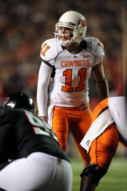 LUBBOCK, TX - NOVEMBER 08:  Quarterback Zac Robinson #11 of the Oklahoma State Cowboys during play against the Texas Tech Red Raiders at Jones AT&T Stadium on November 8, 2008 in Lubbock, Texas.  (Photo by Ronald Martinez/Getty Images)
