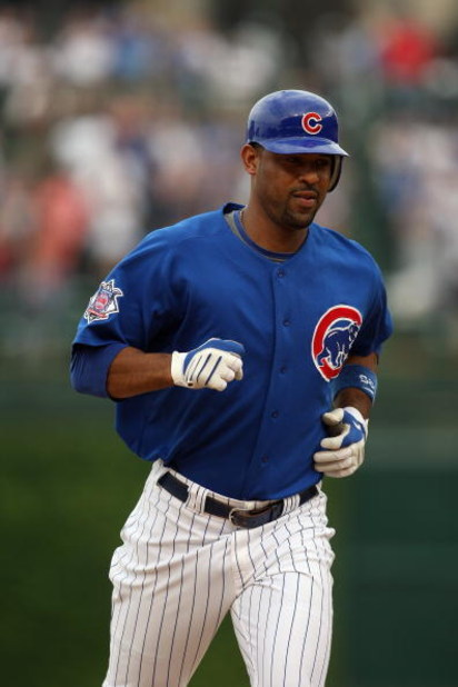 CHICAGO - JUNE 18:  Derrek Lee #25 of the Chicago Cubs rounds the bases after hitting a home run against the Chicago White Sox during the game on June 18, 2009 at Wrigley Field in Chicago, Illinois. (Photo by Jonathan Daniel/Getty Images)