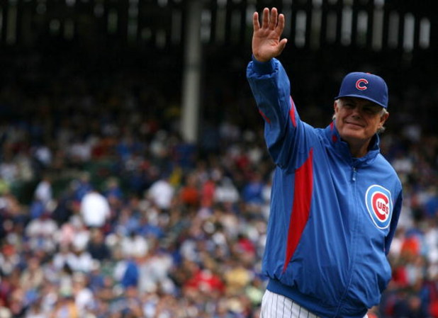 CHICAGO - AUGUST 28: Chicago Cubs manager Lou Piniella signals for a pitching change during the game against the New York Mets at Wrigley Field on August 28, 2009 in Chicago, Illinois. (Photo by Jonathan Daniel/Getty Images)