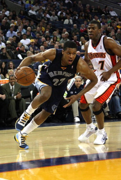 OAKLAND, CA - MARCH 30:  Rudy Gay #22 of the Memphis Grizzlies shoots drives against the Golden State Warriors during an NBA game on March 30, 2009 at Oracle Arena in Oakland, California. NOTE TO USER: User expressly acknowledges and agrees that, by downl