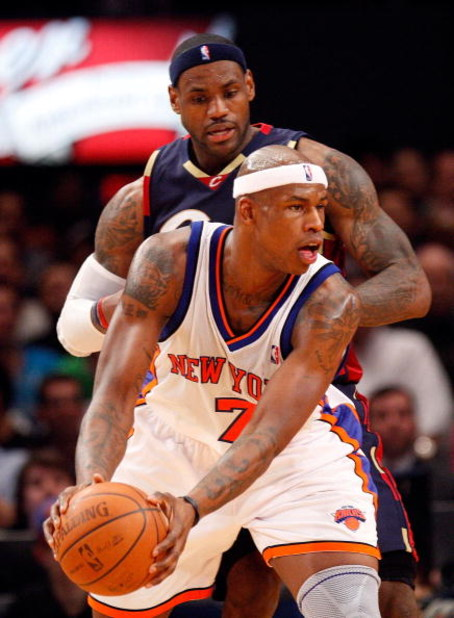 NEW YORK - FEBRUARY 04:  Al Harrington #7 of the New York Knicks goes up against LeBron James #23 of the Cleveland Cavaliers on February 4, 2009 at Madison Square Garden in New York City. NOTE TO USER: User expressly acknowledges and agrees that, by downl