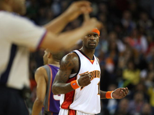 OAKLAND, CA - MARCH 15:  Stephen Jackson #1 of the Golden State Warriors is called for his second technical foul and is thrown out of the game by referee Tony Brothers against the Phoenix Suns during an NBA game on March 15, 2009 at Oracle Arena in Oaklan