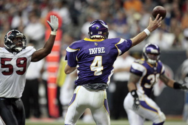 HOUSTON - AUGUST 31:  Quarterback Brett Favre #4 of the Minnesota Vikings releases a pass as he is pressured by linebacker DeMeco Ryans #59 of the Houston Texans at Reliant Stadium on August 31, 2009 in Houston, Texas.  (Photo by Bob Levey/Getty Images)