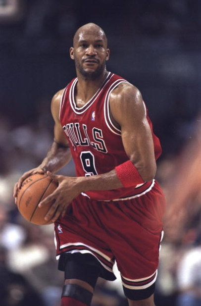 7 Feb 1999:  Ron Harper #9 of the Chicago Bulls passes during the game against the Los Angeles Clippers at the LA Sports Arena in Los Angeles, California. The Bulls defeated the Clippers 89-84. Mandatory Credit: Elsa Hasch  /Allsport