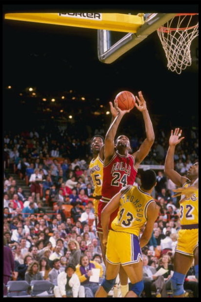 1989-1990:  Center Bill Cartwright of the Chicago Bulls goes up for two during a game against the Los Angeles Lakers at the Great Western Forum in Inglewood, California. Mandatory Credit: Stephen Dunn  /Allsport