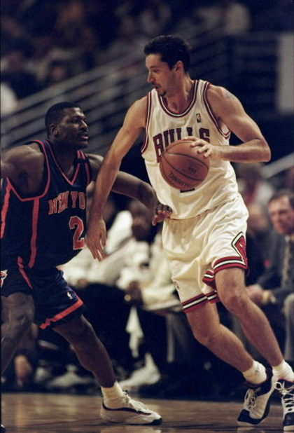 11 Feb 1999:  Tony Kukoc #7 of the Chicago Bulls dribbles the ball during the game against the New York Knicks at the United Center in Chicago, Illinois. The Knicks defeated the Bulls 73- 68.  Mandatory Credit: Jonathan Daniel  /Allsport