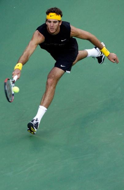 NEW YORK - SEPTEMBER 14:  Juan Martin Del Potro of Argentina returns a shot against Roger Federer of Switzerland during the Men�s Singles final on day fifteen of the 2009 U.S. Open at the USTA Billie Jean King National Tennis Center on September 14, 2009